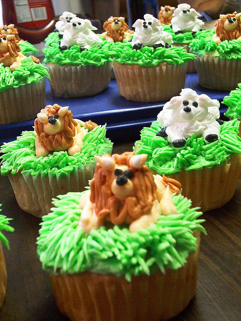 Lion and Lamb Critter Cupcakes