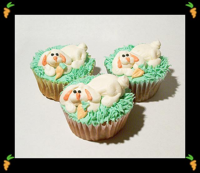Carrot Cake Bunny Cupcakes